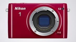 Nikon 1 S2 Kit 11-27.5mm Red - (15.13 млн, 1920x1080, 60 кадр./сек, 460000 точек, 3 дюйма)